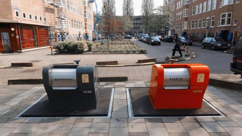 Контейнеры для сортировки мусора в Амстердаме