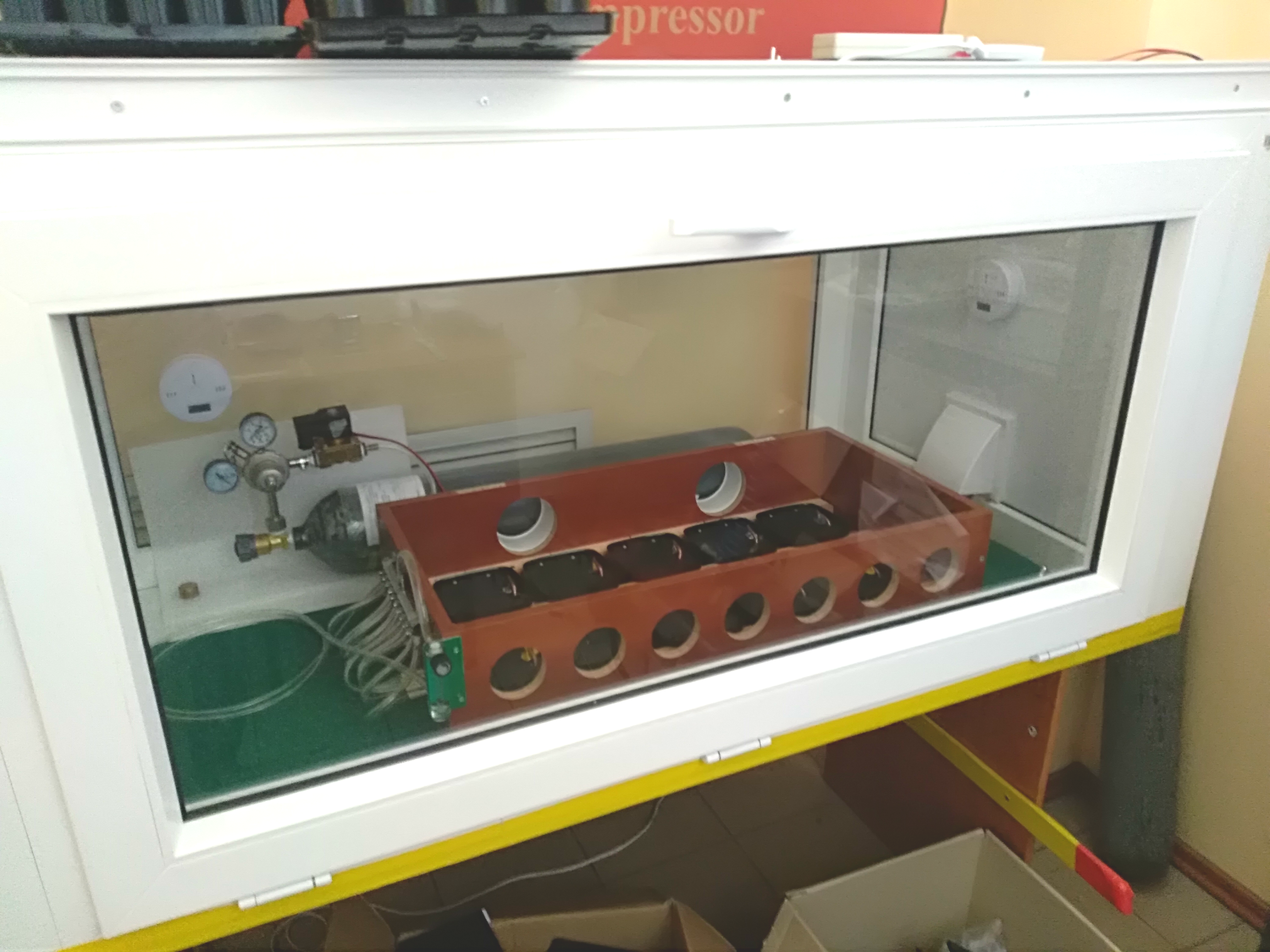 Камера для проверки датчиков, реагирующих на угарный газ